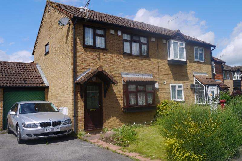 3 Bedrooms Semi Detached House for sale in Scarborough Way