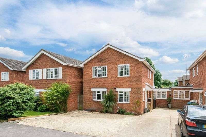 4 Bedrooms Detached House for sale in Chalgrove End, Aylesbury