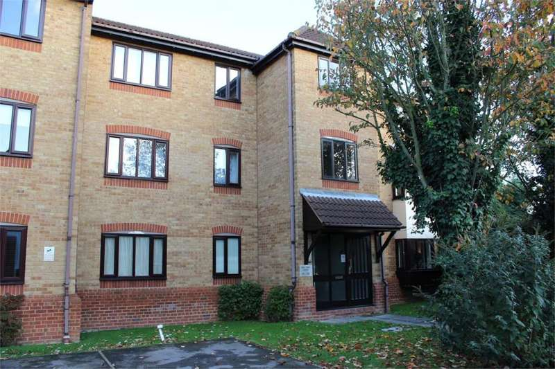 2 Bedrooms Apartment Flat for sale in Horseshoe Close, Waltham Abbey, Essex