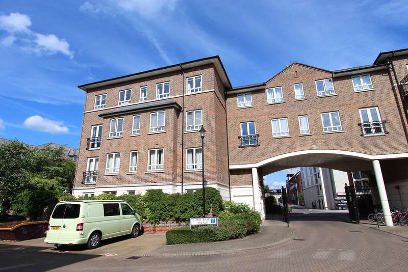 2 Bedrooms Flat for sale in May Bate Avenue, Kingston Upon Thames