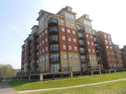 2 Bedrooms Flat for sale in Britannia House, Palgrave Road, Bedford, Bedfordshire