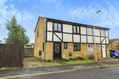 3 Bedrooms Semi Detached House for sale in Lesbury Close, Luton, Bedfordshire