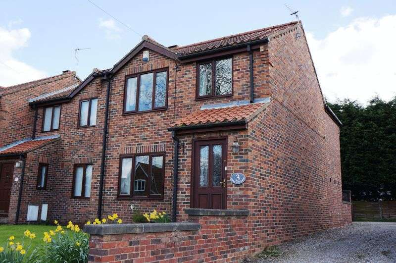 4 Bedrooms Terraced House for sale in Wold Cottages North Lane Wheldrake YO19 6NF