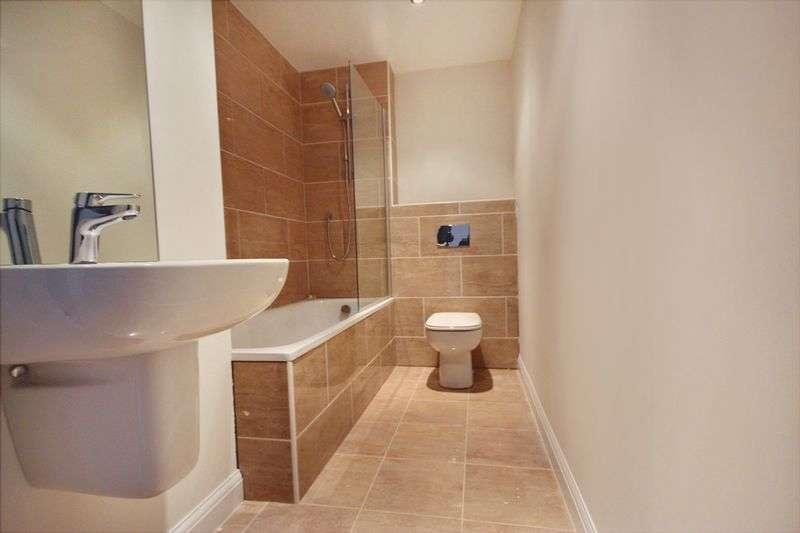2 Bedrooms Flat for sale in 1 Warbro Road, Torquay