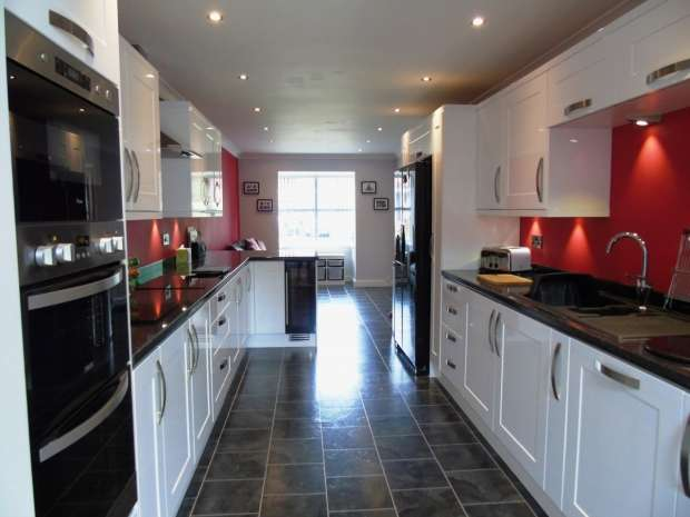 4 Bedrooms Detached House for sale in Northwood Gardens Colton Leeds