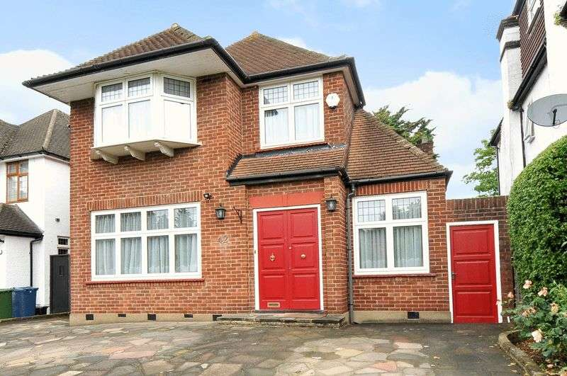 4 Bedrooms Detached House for sale in Pangbourne Drive, Stanmore