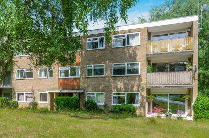 2 Bedrooms Flat for sale in The Parkway, Bassett, Southampton