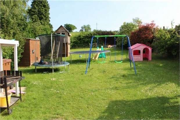 3 Bedrooms Semi Detached House for sale in School Lane, Welwyn, Hertfordshire