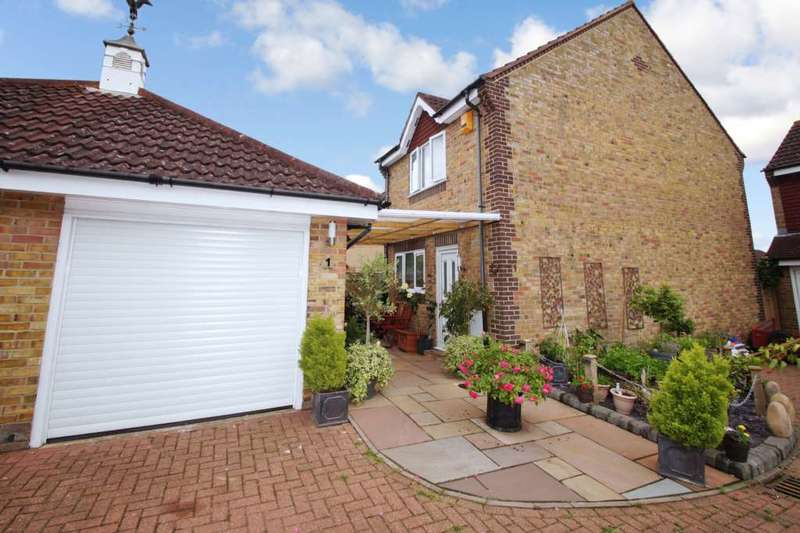 3 Bedrooms Detached House for sale in York Way, Hemel Hempstead