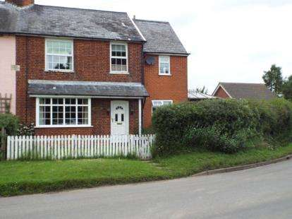 3 Bedrooms Semi Detached House for sale in Chelmondiston, Ipswich, Suffolk