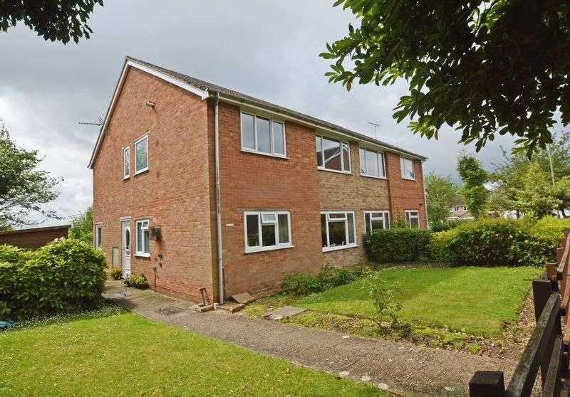 2 Bedrooms Flat for sale in Cherry Way, Alton, Hampshire