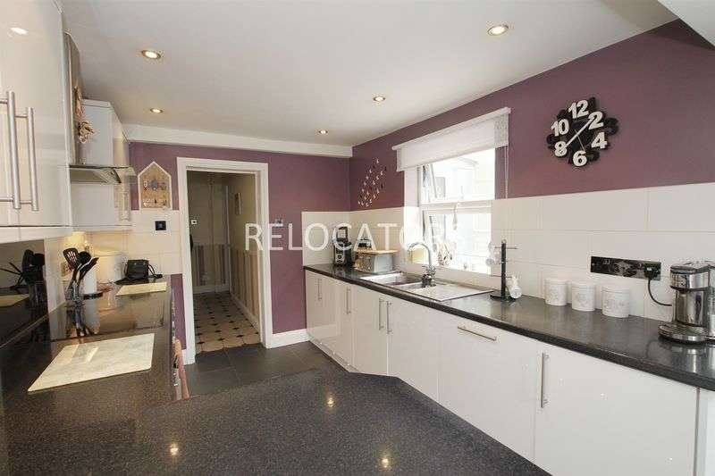 3 Bedrooms Terraced House for sale in Chestnut Rise, London