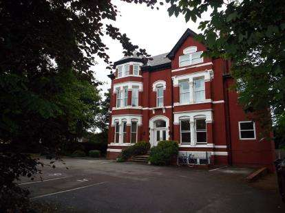 2 Bedrooms Flat for sale in Brantwood Court, 16 Park Avenue, Southport, Merseyside, PR9