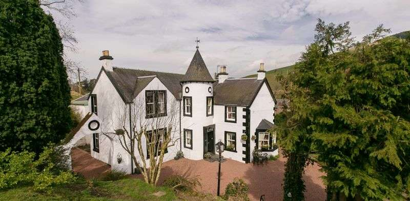 4 Bedrooms Detached House for sale in Substantial Detached Property in Delightful Rural Setting.