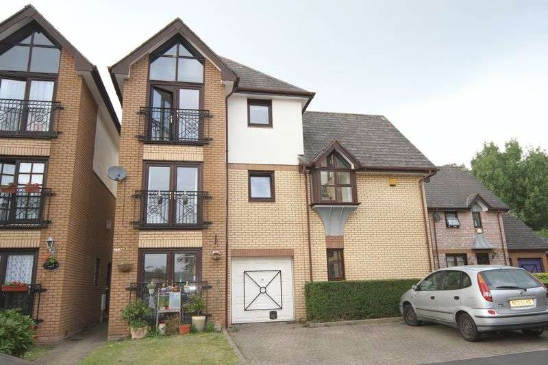 3 Bedrooms Semi Detached House for sale in Butlers Walk, Bristol