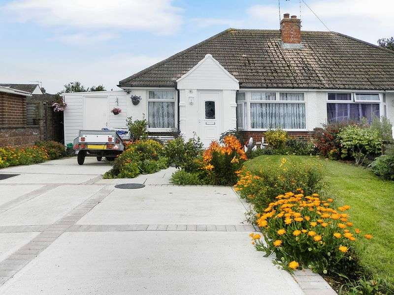 3 Bedrooms Bungalow for sale in Vincent Close, Lancing