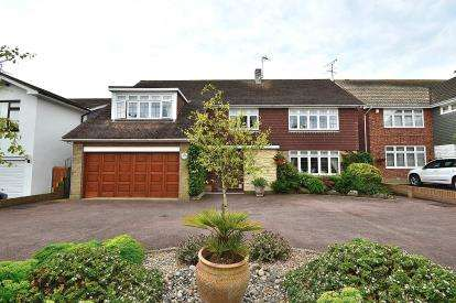 4 Bedrooms Detached House for sale in Southend-On-Sea, Essex