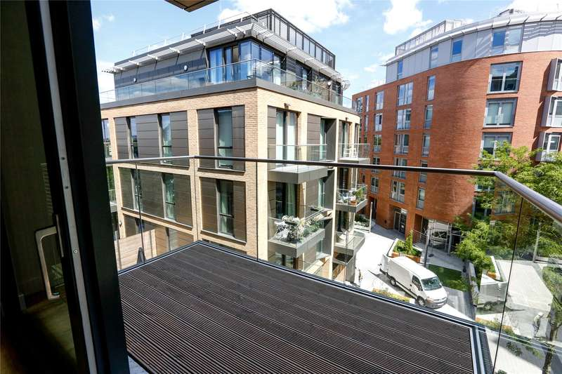 2 Bedrooms Flat for sale in Capital House, 4 Plaza Gardens, London, SW15