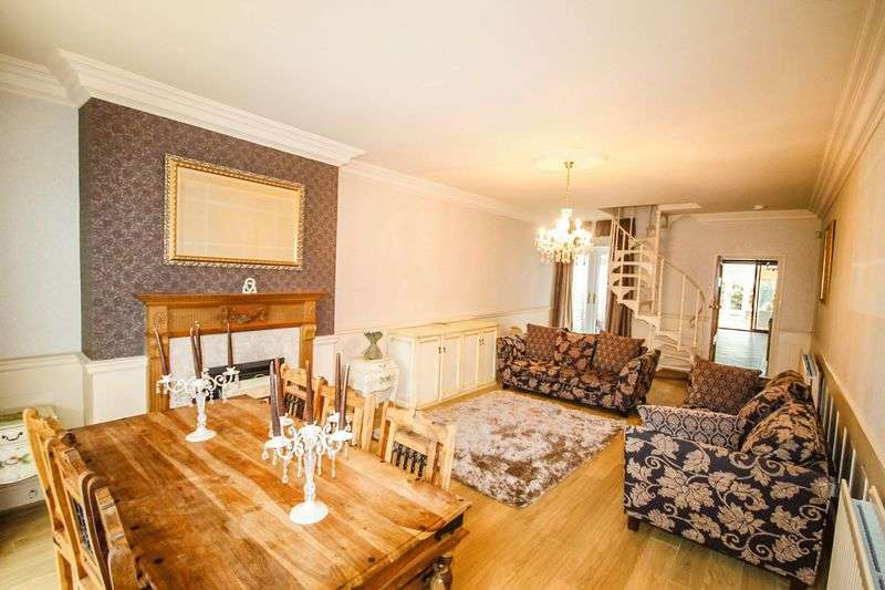 2 Bedrooms Semi Detached House for sale in Wallington Heath, off Stafford Road, Bloxwich