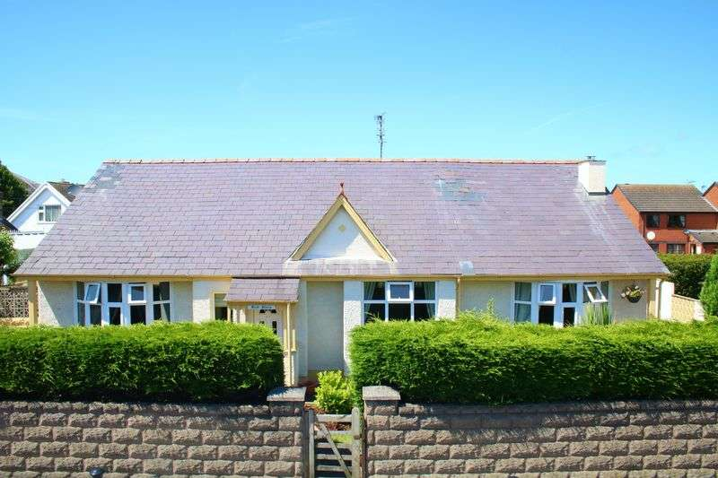 5 Bedrooms Detached House for sale in Rhyl Road, Rhuddlan
