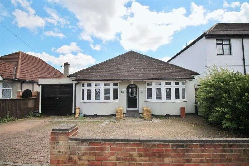 3 Bedrooms Detached Bungalow for sale in Rydal Drive, Bexleyheath