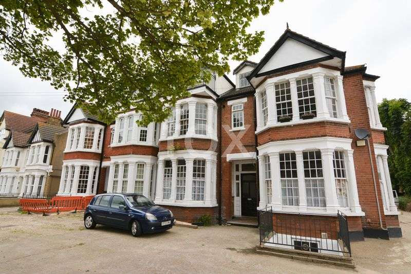 2 Bedrooms Flat for sale in Kilworth Avenue, Southend-On-Sea