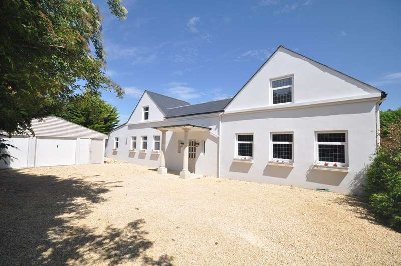 5 Bedrooms Detached House for sale in Pleasure Pit Road, Ashtead