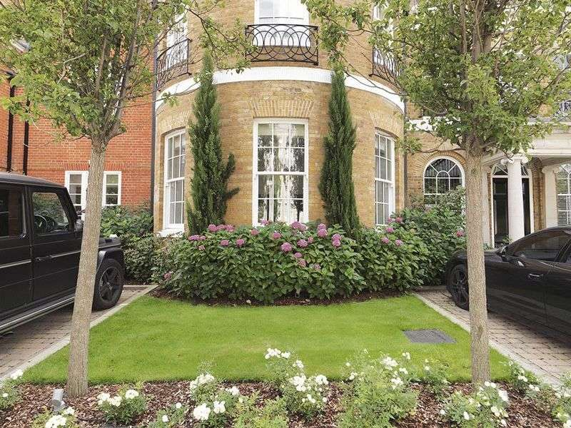 3 Bedrooms Flat for sale in Princess Square, Esher, KT10