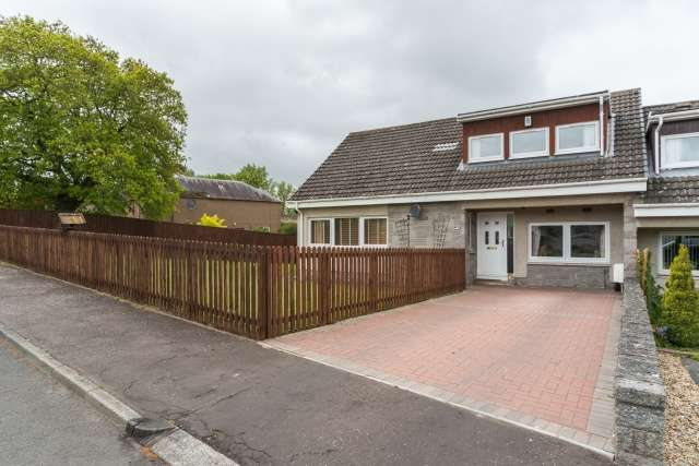 3 Bedrooms Semi Detached House for sale in Pinnaclehill Park, Kelso, Borders, TD5 8HA