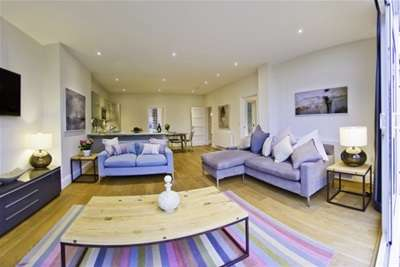 3 Bedrooms Flat for rent in Albany Crescent, Claygate, KT10