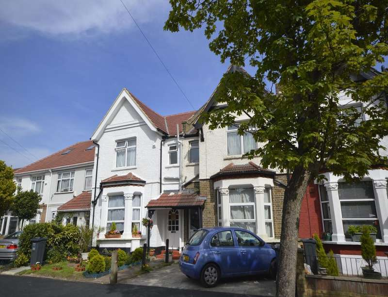 1 Bedroom Flat for sale in Maswell Park Crescent, Hounslow, TW3