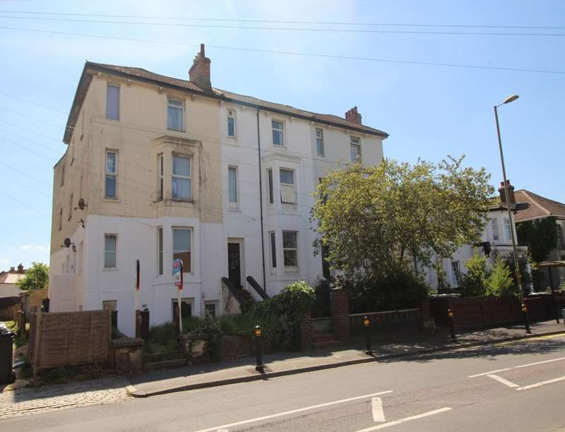 2 Bedrooms Flat for sale in Brockhurst Road, Gosport, PO12