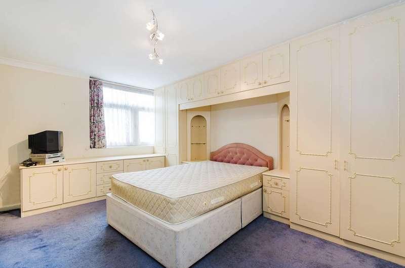 4 Bedrooms Detached House for sale in Kynaston Wood, Harrow Weald, HA3