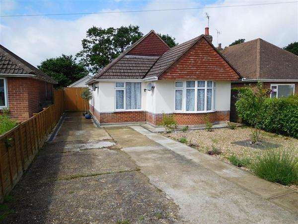 3 Bedrooms Bungalow for sale in Apsley Crescent, Poole