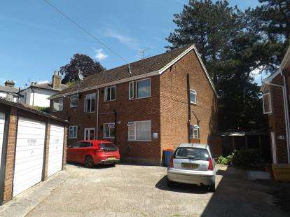 2 Bedrooms Flat for sale in Kings Road, Brentwood, Essex
