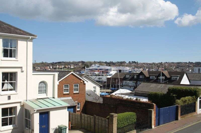 2 Bedrooms Flat for sale in Birmingham Road, Cowes