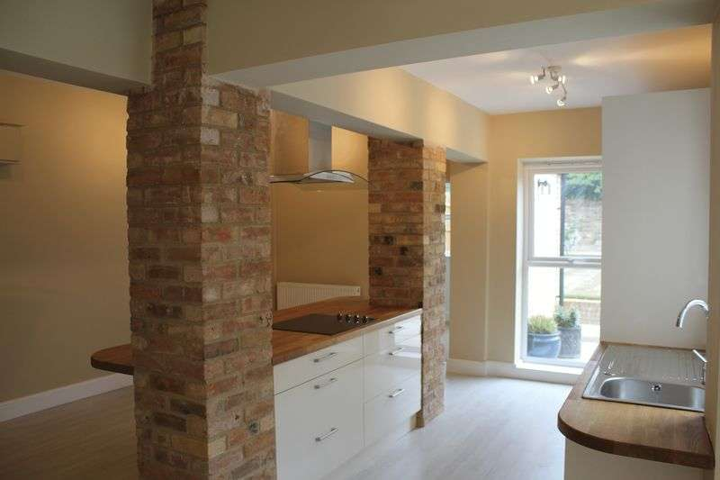 4 Bedrooms Terraced House for sale in South View, London Road, Peterborough
