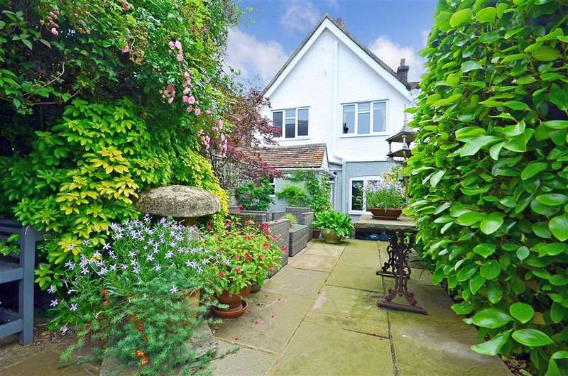 2 Bedrooms Terraced House for sale in Castle Street, Winchelsea, East Sussex
