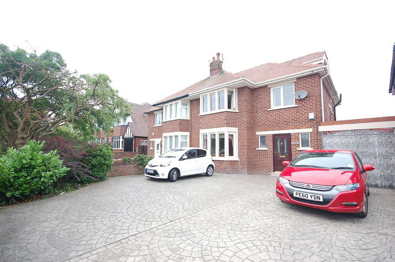 4 Bedrooms Semi Detached House for sale in Newton Drive, Blackpool