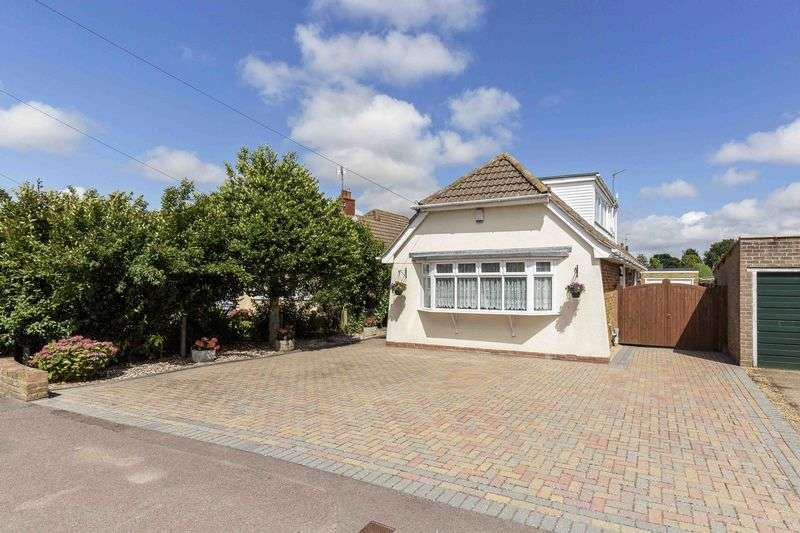 3 Bedrooms Detached Bungalow for sale in Woodlands Avenue, Emsworth