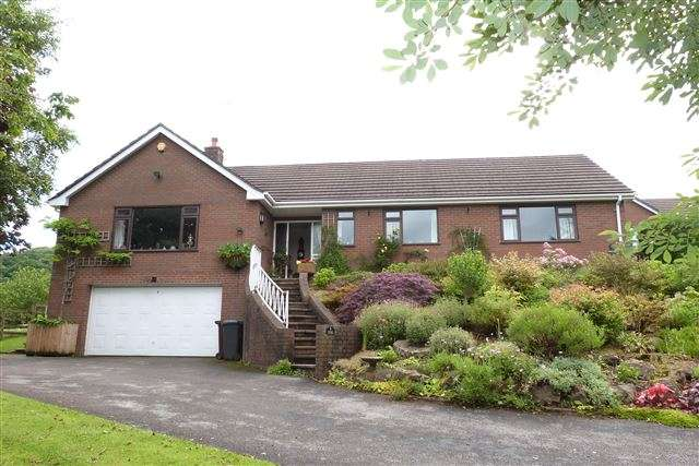 4 Bedrooms Detached House for sale in Boundary Close, Leek, Staffordshire, ST13 5SL