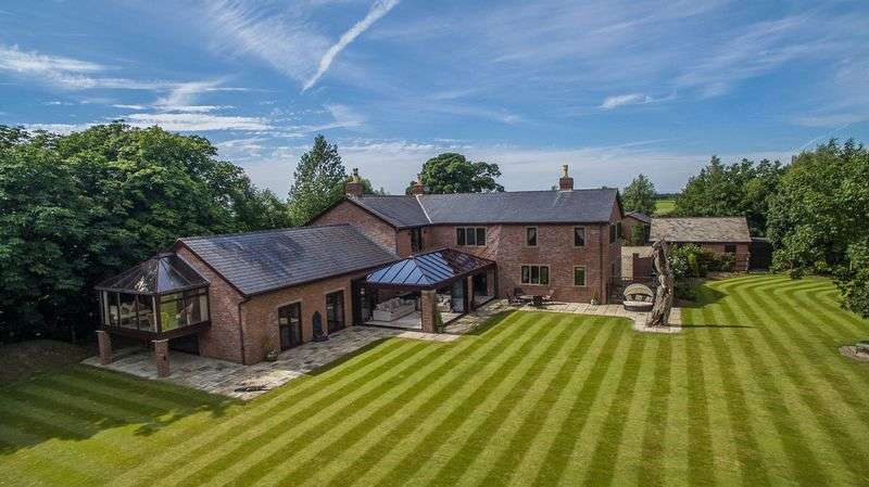 5 Bedrooms Detached House for sale in Midge Hall Lane, Leyland