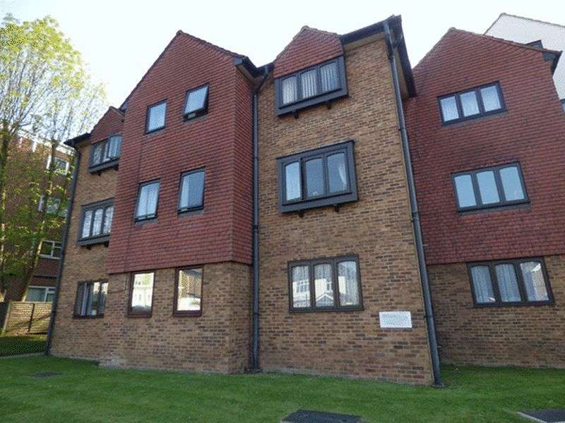 Flat for sale in Manor Road, WALLINGTON