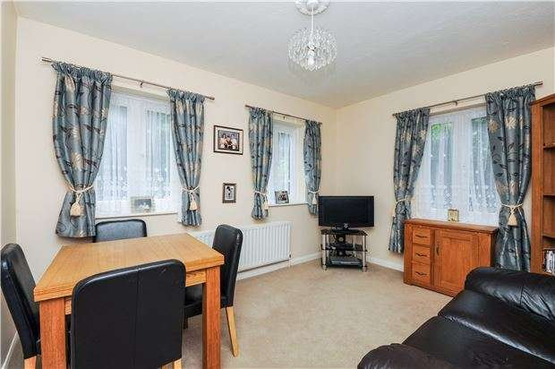 2 Bedrooms Flat for sale in Coulsdon Road, COULSDON, Surrey, CR5 1EA