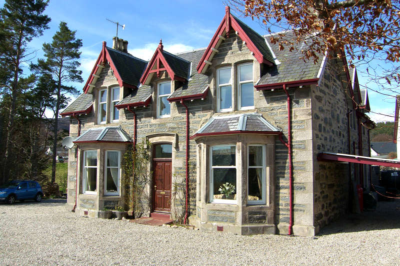 5 Bedrooms Detached House for sale in Kingussie, PH21 1JN