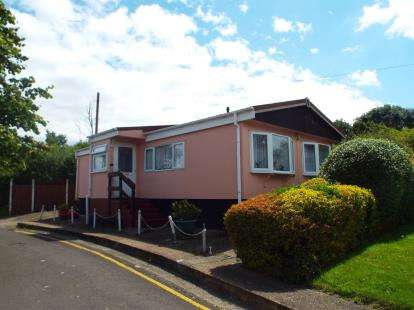 2 Bedrooms Mobile Home for sale in Lower Dunton Road, Dunton, Brentwood
