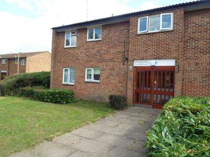 1 Bedroom Flat for sale in Cussons Close, Cheshunt, Waltham Cross, Hertfordshire