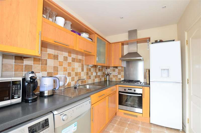 3 Bedrooms Town House for sale in Dunlin Walk, Iwade, Sittingbourne, Kent