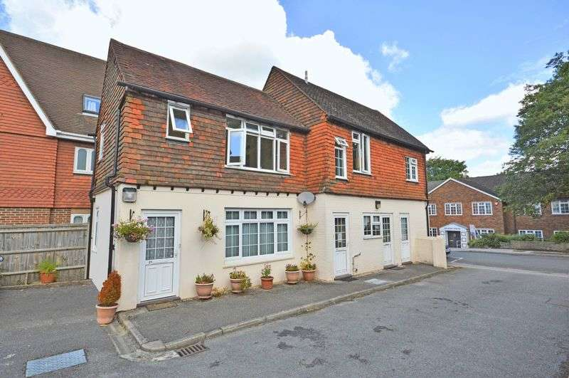 2 Bedrooms Flat for sale in Summerhouse Court, Headley Road, Grayshott