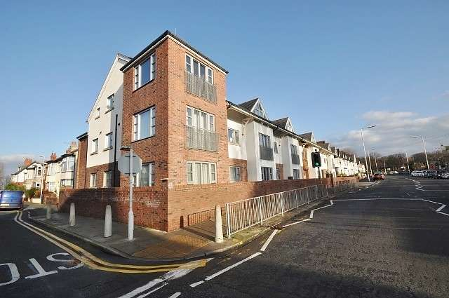 2 Bedrooms Flat for sale in Warren Park, Grove Road, Wallasey